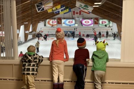 curling-kids-9347944d14b58bd79d539e7b4ecc29f102b8a5e6